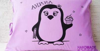 """Рисувана калъфка за възглавница """"Пингвин Аника"""""""