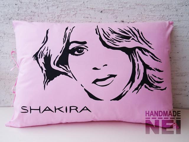 """Рисувана калъфка за възглавница """"Шакира"""" - Handmade Nel"""