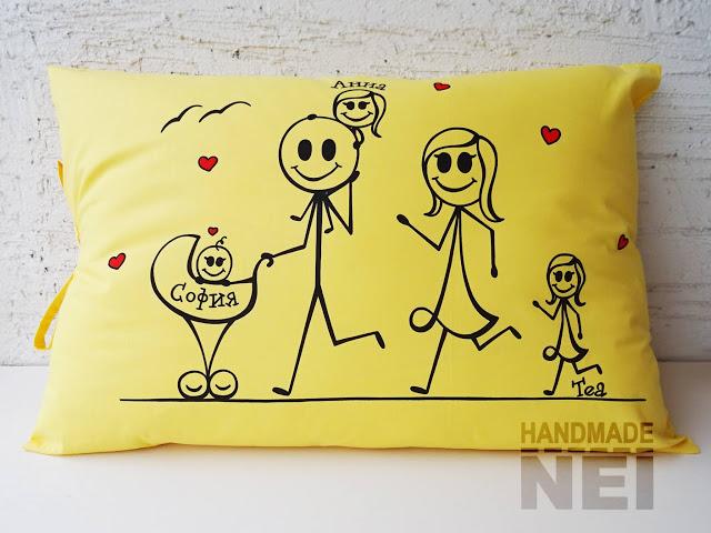 """Рисувана калъфка за възглавница """"Семейство тичащи"""" - Handmade Nel"""
