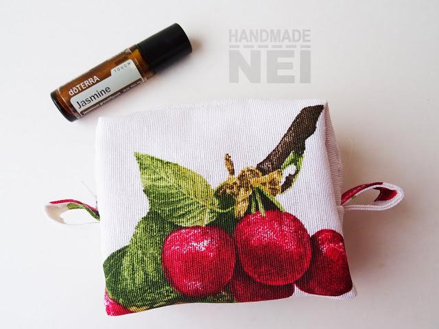 "Малък несесер за етерични ролони ""Черешки"" - Handmade Nel"