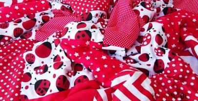 "Пачуърк одеяло с полар за бебе ""Червени калинки"""