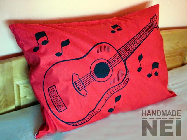 "Рисувана калъфка за възглавница ""Китара"" - Handmade Nel"